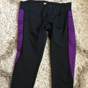 Lucy tech powerhold cropped leggings large L